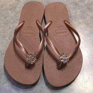 Havaianas Shoes - Havaianas dusty rose flip flops.
